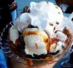 ice cream sundae photo