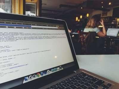 mac in a coffee shop
