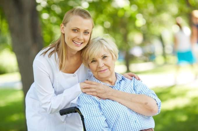 caregiver-an-elderly-person