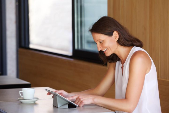 woman-with-tablet-a-coffee-shop